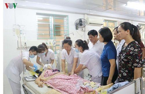 Hiện trường vụ xe khách lao xuống vực ở Cao Bằng khiến 4 người tử vong - Ảnh 6
