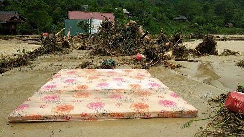 Xót xa khung cảnh nhà cửa tan hoang ở Nghệ An vì mưa lũ - Ảnh 4