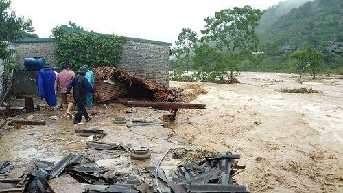 Xót xa khung cảnh nhà cửa tan hoang ở Nghệ An vì mưa lũ - Ảnh 1