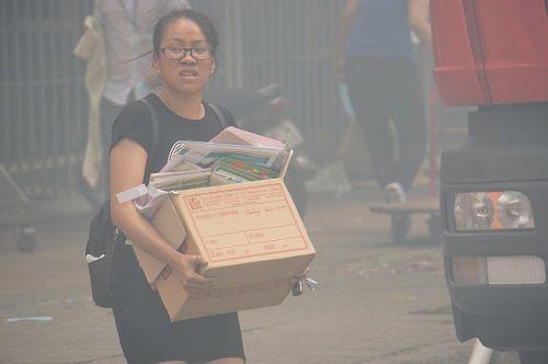 TP.HCM: Cháy ngùn ngụt tại cơ sở sản xuất ghế sofa, hàng trăm người tháo chạy - Ảnh 4