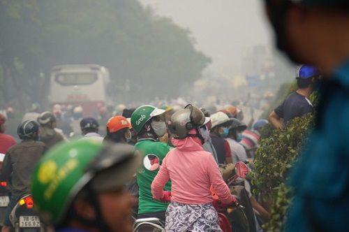 TP.HCM: Cháy ngùn ngụt tại cơ sở sản xuất ghế sofa, hàng trăm người tháo chạy - Ảnh 8