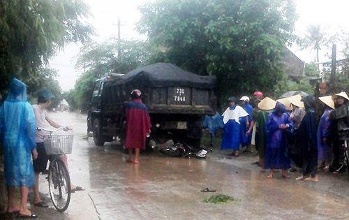 Quảng Bình: Bị cuốn vào gầm ôtô chở đất, thiếu nữ tuổi 18 tử vong - Ảnh 1