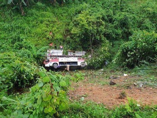 Hiện trường vụ xe khách lao xuống vực ở Cao Bằng khiến 4 người tử vong - Ảnh 1