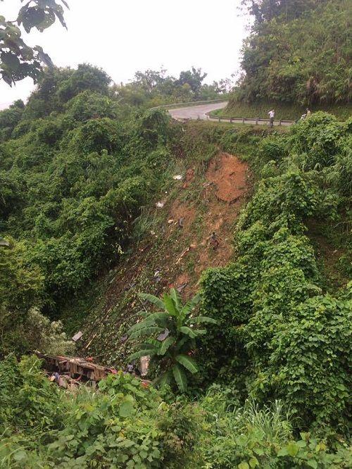 Xe khách rơi xuống vực ở Cao Bằng, ít nhất 13 người thương vong - Ảnh 2