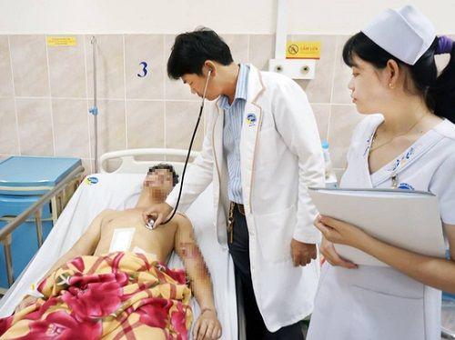 Cắt lách, bơm máu cứu nam thanh niên bị tai nạn giao thông - Ảnh 1