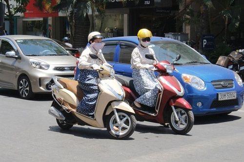 Nắng nóng 40 độ, ai đi xe máy nhất định phải ghi nhớ điều sau - Ảnh 1