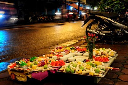 Phong tục cúng cô hồn ở Việt Nam và các nước Á Đông diễn ra thế nào? - Ảnh 1