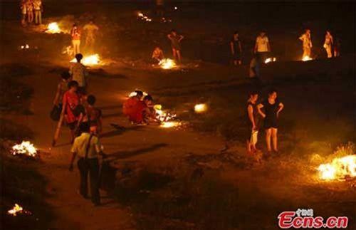 Phong tục cúng cô hồn ở Việt Nam và các nước Á Đông diễn ra thế nào? - Ảnh 6