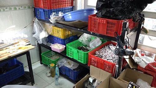 TP HCM: Dùng keo dán xăm lốp ô tô để làm hàng trăm bao cao su rởm - Ảnh 3