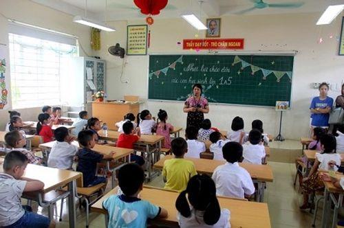 Hà Nội: Sĩ số lớp 1 lên tới 69 học sinh, nhiều lớp phải học luân phiên - Ảnh 2