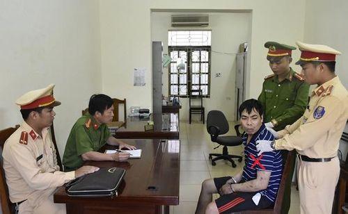 Thanh Hóa: Bắt giữ đối tượng vận chuyển 6000 viên hồng phiến  - Ảnh 1