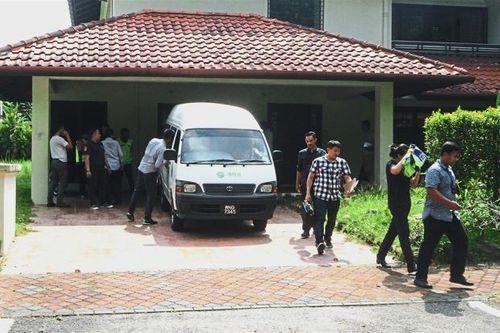 Cựu Thủ tướng Malaysia bị nghi xây dinh thự riêng cất phụ kiện lỗi mốt cho phu nhân - Ảnh 1