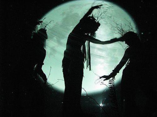 Du khách đổ xô đến ngôi làng phù thủy bí ẩn từng chịu lời nguyền suốt 800 năm - Ảnh 2