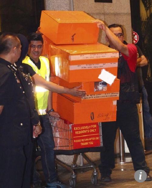 Cựu Thủ tướng Malaysia: Túi hiệu và trang sức xa xỉ của phu nhân chỉ là quà của con rể - Ảnh 2