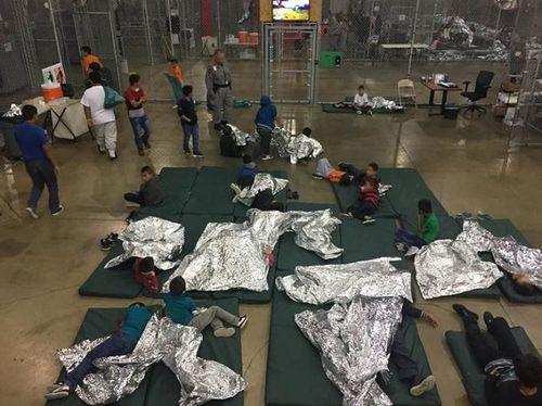 """""""Giấc mơ Mỹ"""" và những góc tối đầy nước mắt với người nhập cư - Ảnh 2"""