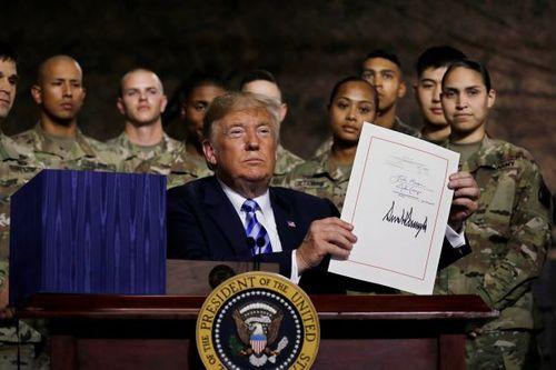 """Bắc Kinh """"rất không hài lòng"""" với đạo luật quốc phòng mới của Mỹ và chi tiết bất ngờ - Ảnh 1"""