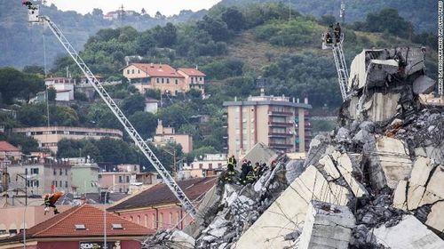"""""""Hàng nghìn cây cầu khác ở Ý có thể sập bất cứ khi nào"""" - Ảnh 1"""