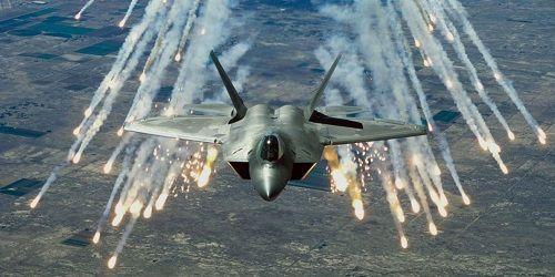 Tiêm kích tàng hình F-22 của Mỹ xua đuổi gần 600 máy bay trên bầu trời Syria - Ảnh 1