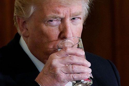 Tại sao Tổng thống Trump không thích uống rượu bia? - Ảnh 1