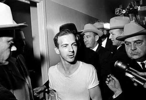 Những nghi vấn chưa có lời giải về vụ cựu Tổng thống Mỹ Kennedy bị ám sát 55 năm trước - Ảnh 2