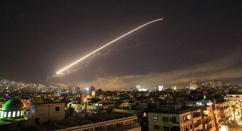Israel tấn công các vị trí quân đội Syria ở gần Cao nguyên Golan - Ảnh 1