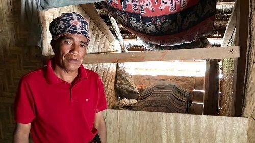 Kỳ lạ ngôi làng 'sống chung với người chết' ở Indonesia - Ảnh 1