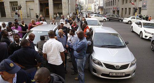 Nam Phi: 11 tài xế bị phục kích, bắn tử vong sau khi dự đám tang đồng nghiệp - Ảnh 1