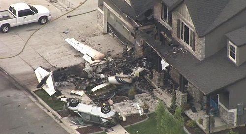 Phi công Mỹ lái máy bay lao thẳng vào nhà riêng sau khi cãi nhau với vợ - Ảnh 1