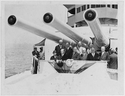 Số phận bi thảm của chiến hạm chở bom hạt nhân Mỹ tại hàm cá mập - Ảnh 5