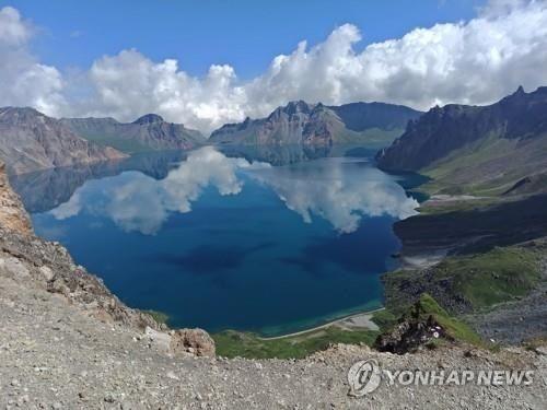 Lãnh đạo Hàn, Triều sẽ cùng du ngoạn ngọn núi linh thiêng nhất Triều Tiên  - Ảnh 1