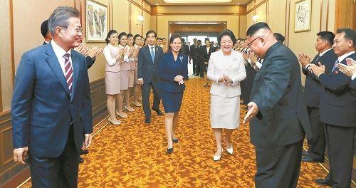 Nghệ thuật ngoại giao tài tình của ông Kim Jong-un gây ấn tượng mạnh - Ảnh 1