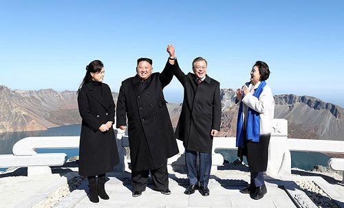 Nghệ thuật ngoại giao tài tình của ông Kim Jong-un gây ấn tượng mạnh - Ảnh 2