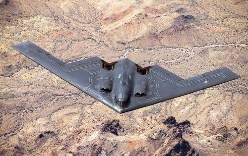 So sánh sức mạnh máy bay ném bom B-21 của Mỹ với 'rồng lửa' S-300 và S-400 Nga - Ảnh 1