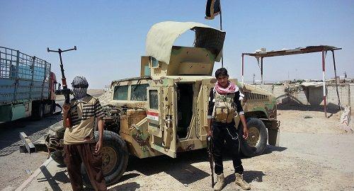 Taliban sử dụng xe Humvee đánh cắp do Mỹ sản xuất để khủng bố Afghanistan - Ảnh 1