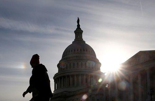 Chính phủ Mỹ ngừng hoạt động lâu nhất lịch sử, nền kinh tế 'bay hơi' 3 tỷ USD - Ảnh 1