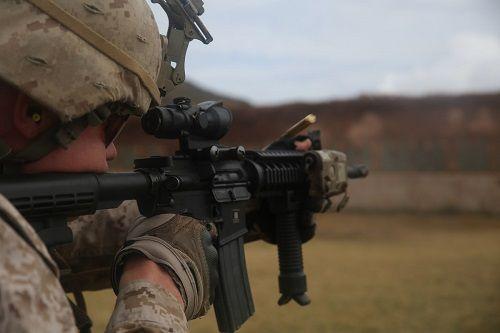 Thuỷ quân lục chiến Mỹ sắp được trang bị đạn 5,56mm xuyên vật cản - Ảnh 1
