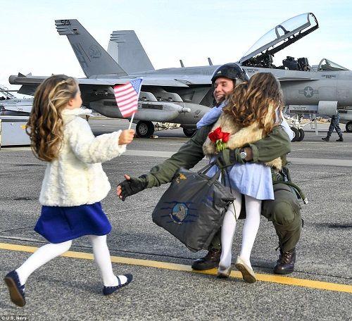 Những hình ảnh ấn tượng phô diễn sức mạnh hải quân Mỹ trong năm 2018 - Ảnh 5