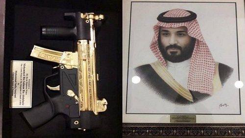 Pakistan tặng súng tiểu liên mạ vàng cho Thái tử Ả Rập Saudi  - Ảnh 1