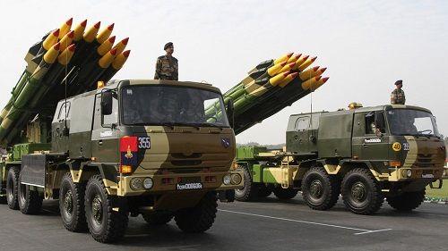 Ấn Độ tố Pakistan tấn công các mục tiêu quân sự, tuyên bố sẵn sàng đáp trả - Ảnh 1
