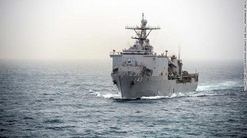 Chiến hạm Mỹ bị cách ly trên biển do virus bùng phát - Ảnh 1