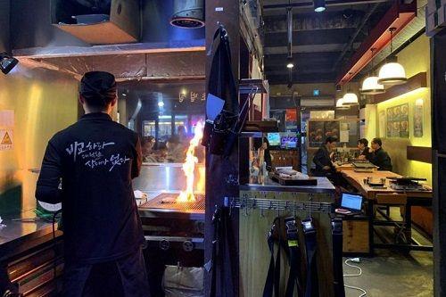Người Hàn Quốc và niềm tin ăn thịt nướng giúp đối phó với ô nhiễm không khí - Ảnh 1