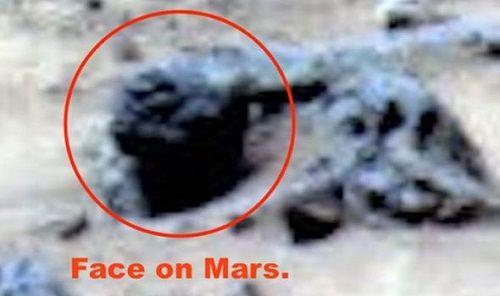 Thực hư việc bức ảnh NASA chụp trên sao Hoả vô tình làm lộ mặt người ngoài hành tinh - Ảnh 1