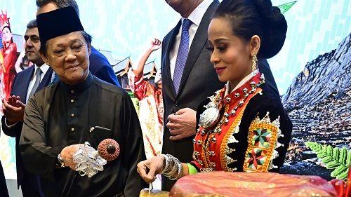 Bộ trưởng Malaysia gây sốc khi tuyên bố đất nước ông không có người đồng tính - Ảnh 1