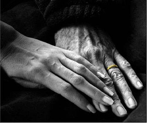 """Lúc tán tỉnh người ta nói: """"Trong tình yêu không quan trọng tuổi tác..."""" - Ảnh 2"""