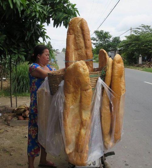 Bánh mì khổng lồ nổi tiếng ở An Giang biến mất đầy bí ẩn - Ảnh 2