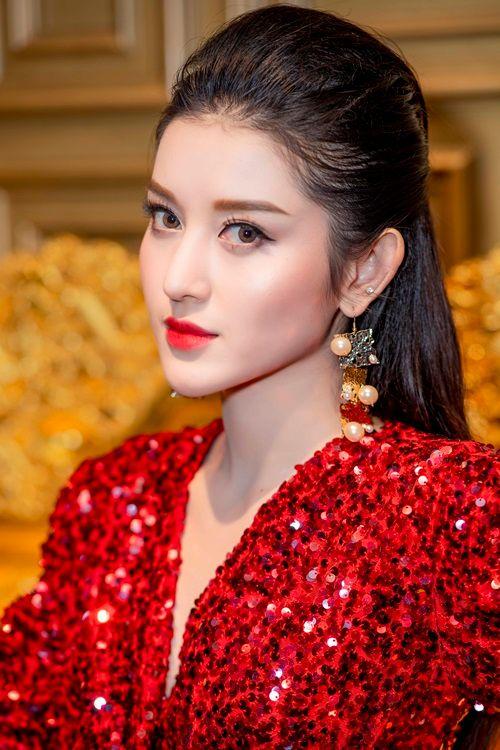Á hậu Huyền My cực gợi cảm khi đọ dáng cùng Hoa hậu Mỹ Linh - Ảnh 4