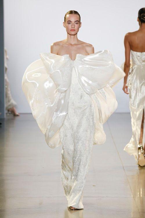 """Choáng ngợp với """"cuộc dạo chơi của những vì sao"""" của Công Trí tại New York Fashion Week 2019 - Ảnh 4"""