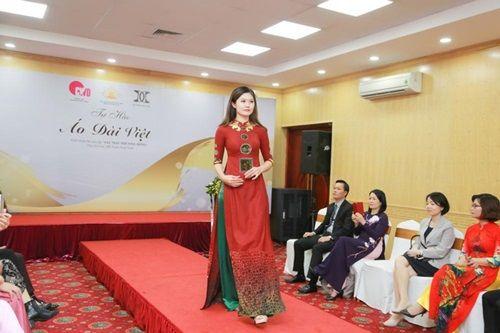 Văn hóa Việt gây ấn tượng trên những tà áo dài ngàn đô - Ảnh 8