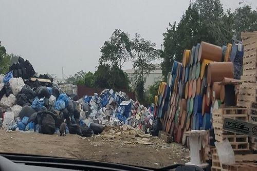 Vấn nạn môi trường (Bài 2): Kho chất thải nguy hại cách nhà dân đúng một bức tường - Ảnh 1