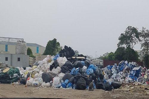Vấn nạn môi trường (Bài 2): Kho chất thải nguy hại cách nhà dân đúng một bức tường - Ảnh 6